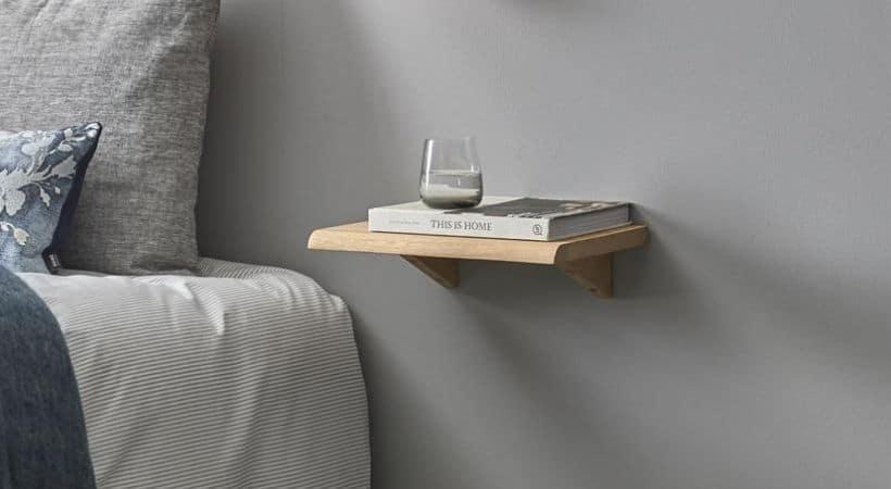 Væghængt sengebord (eg)