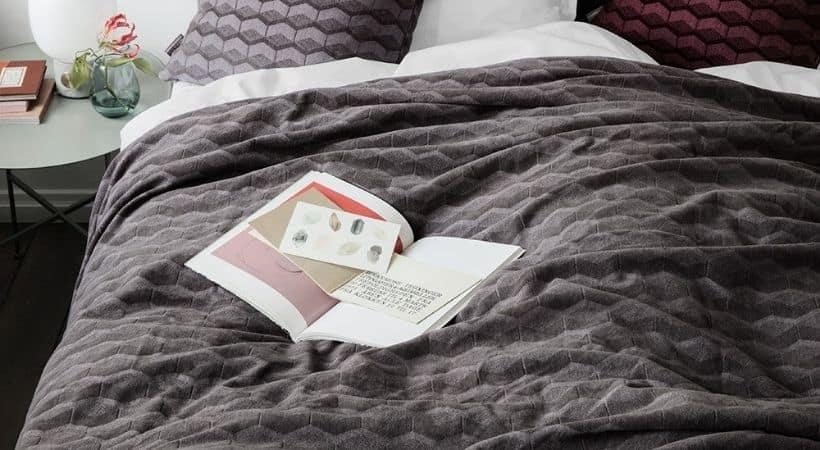 Gråt Kubus sengetæppe - Fra Georg Jensen
