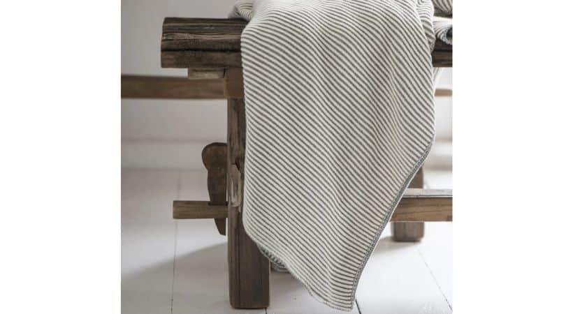 Strikket sengetæppe - Ib Laursen