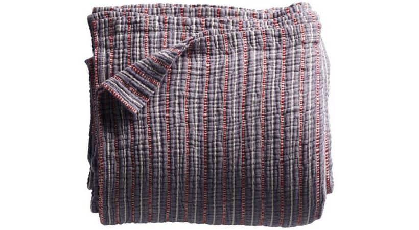 Tine K sengetæppe - Vævet og stribet