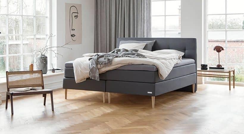 Signatur - Rummelig danskproduceret seng