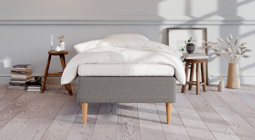 Saga - Billig og stilren 80x200 cm seng